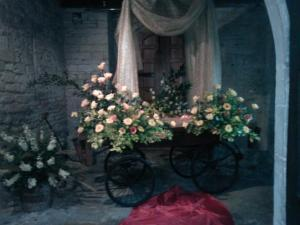 flower arrangement depicting coronation carriage