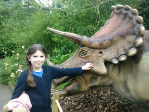 Laura makes friends with an animatronic dinosaur