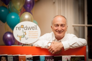 Sir Tony Robinson with a ReadWell bookcaes