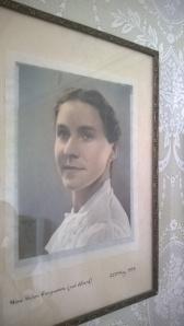 Old photo of Nina aged 20