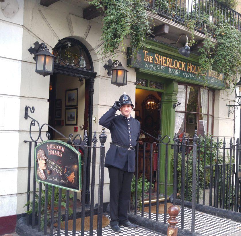 Policeman saluting outside Sherlock Holmes Museum